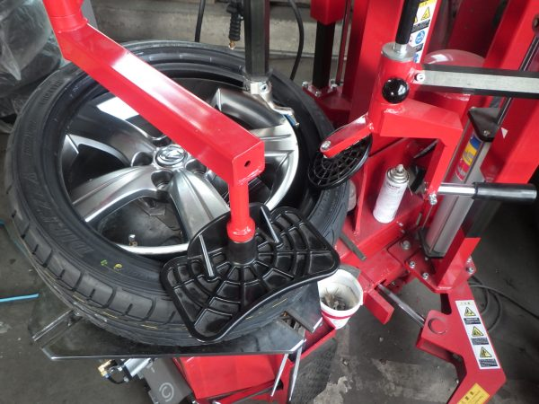 レクサス タイヤ 空気圧センサー 扁平 組替 ダンロップ チェンジャー 新潟市 南区