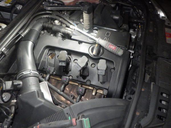 アウディ A4 エンジン チェックランプ ウォーニング 診断機 不調 振動 アナライザー 新潟市 南区